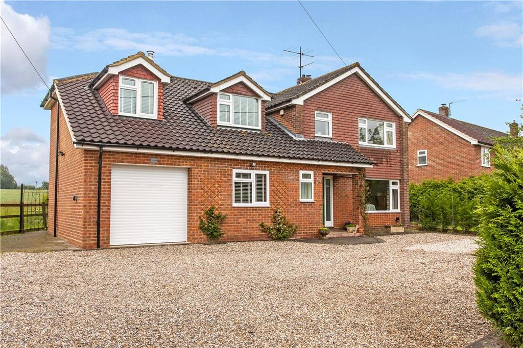 4 Bedrooms Detached House for sale in Stoney Heath, Ramsdell, Tadley, Hampshire, RG26