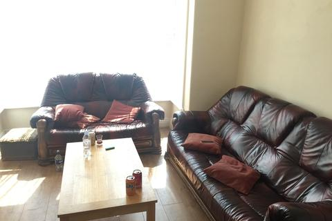 4 bedroom terraced house to rent - Burley Road, Hyde Park