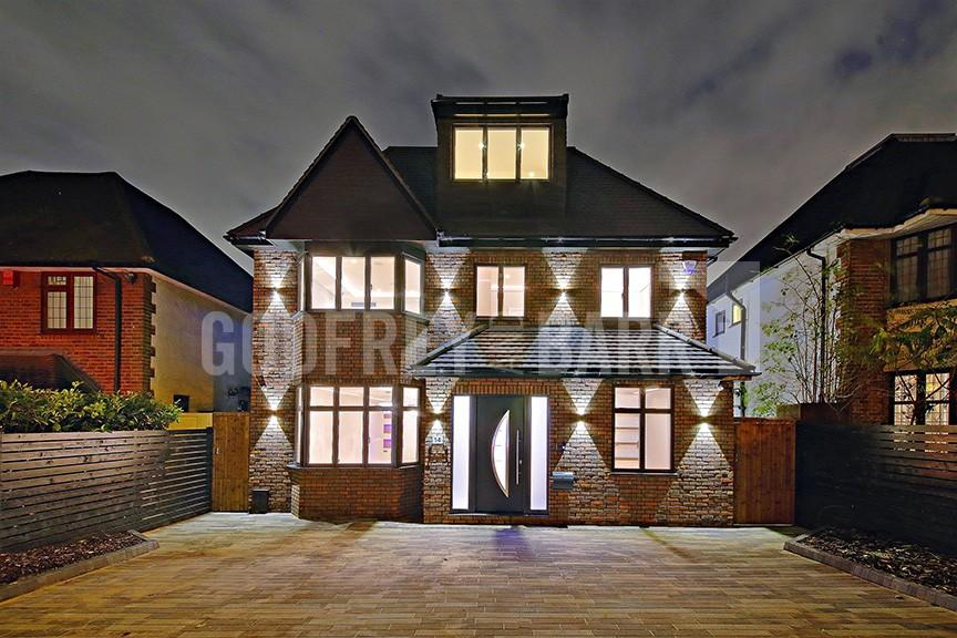 5 Bedrooms Detached House for sale in Prothero Gardens, Hendon