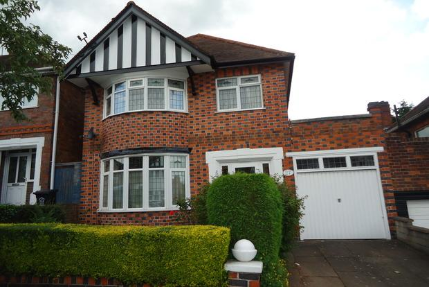 3 Bedrooms Detached House for sale in Kingswood Avenue, Leicester, LE3
