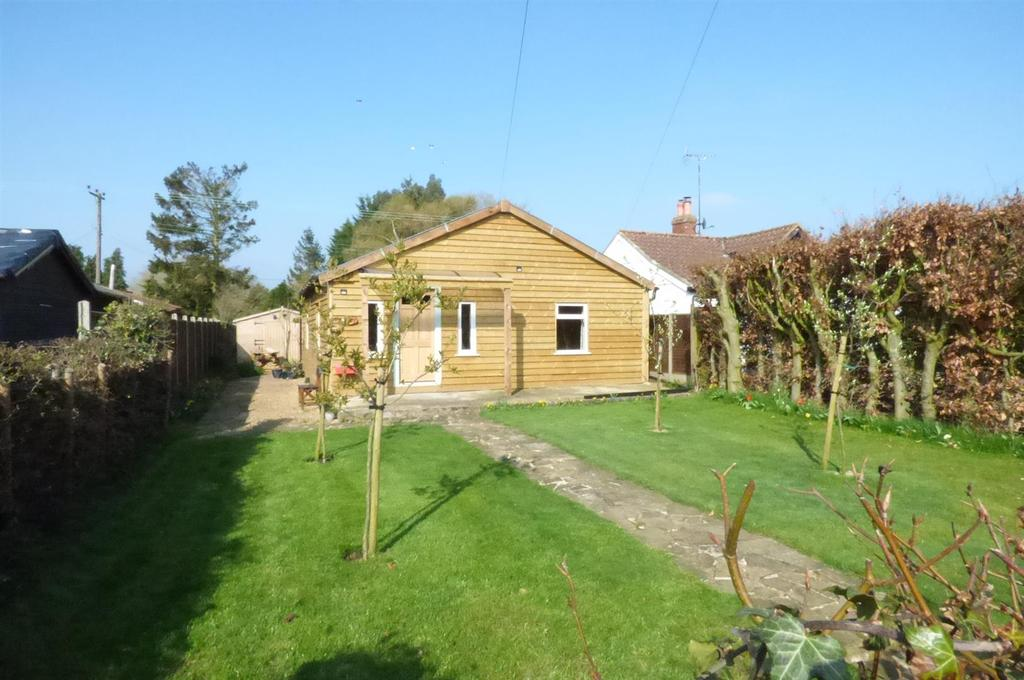 2 Bedrooms Detached Bungalow for sale in Station Road, Holme Hale