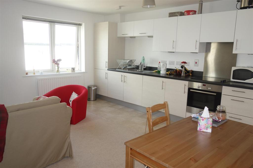 2 Bedrooms Apartment Flat for sale in Wain Close, Penarth