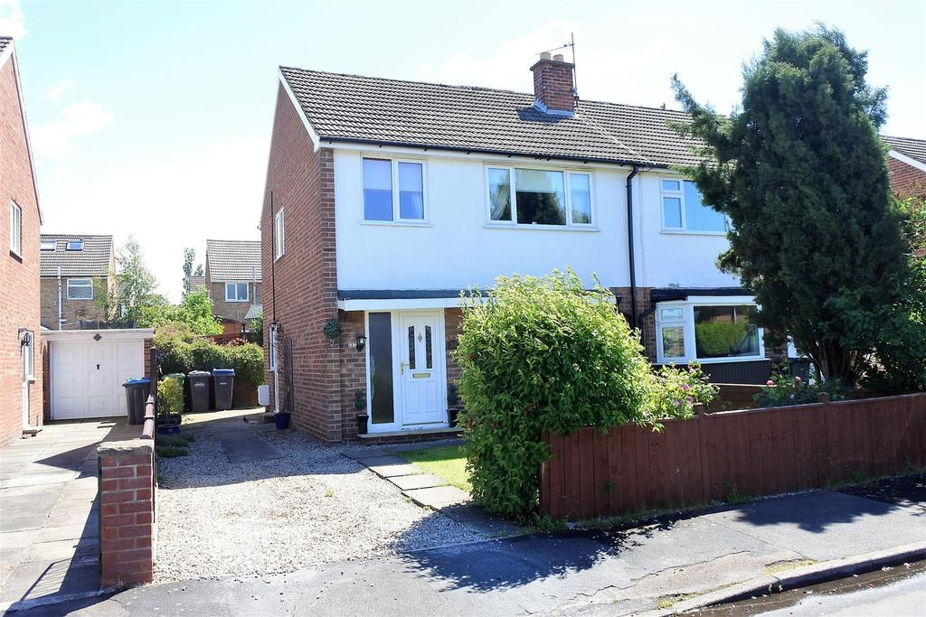 3 Bedrooms Semi Detached House for sale in Cleveland Drive, Northallerton