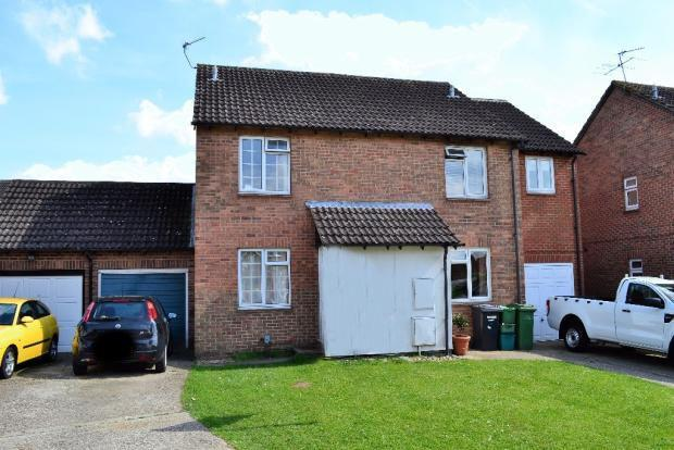 2 Bedrooms Semi Detached House for sale in Lennox Close, Calcot, Reading