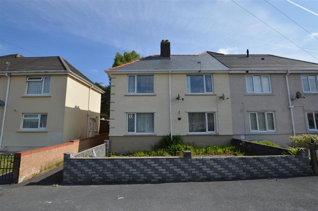 3 Bedrooms Semi Detached House for sale in Maesyrhendre, Garnant, Ammanford