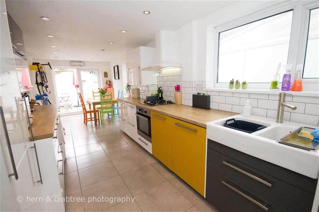 2 Bedrooms Terraced House for sale in Ivy Street, Victoria Park, Cardiff