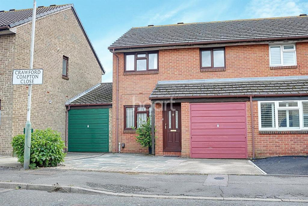 3 Bedrooms Semi Detached House for sale in Crawford Compton Close, Hornchurch