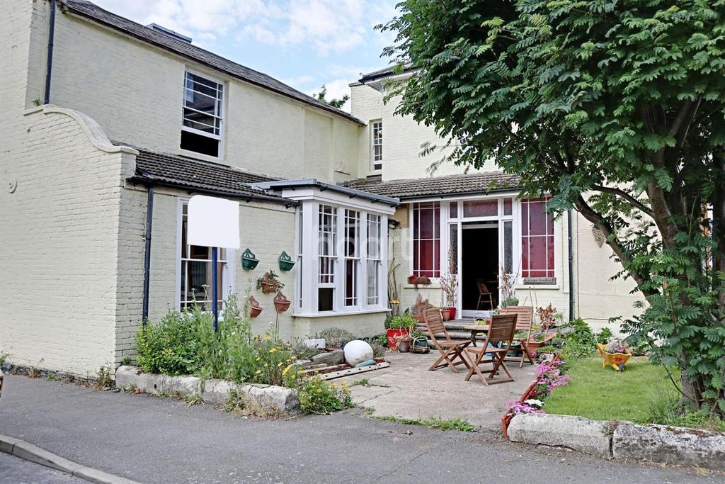 5 Bedrooms End Of Terrace House for sale in High street Queenborough