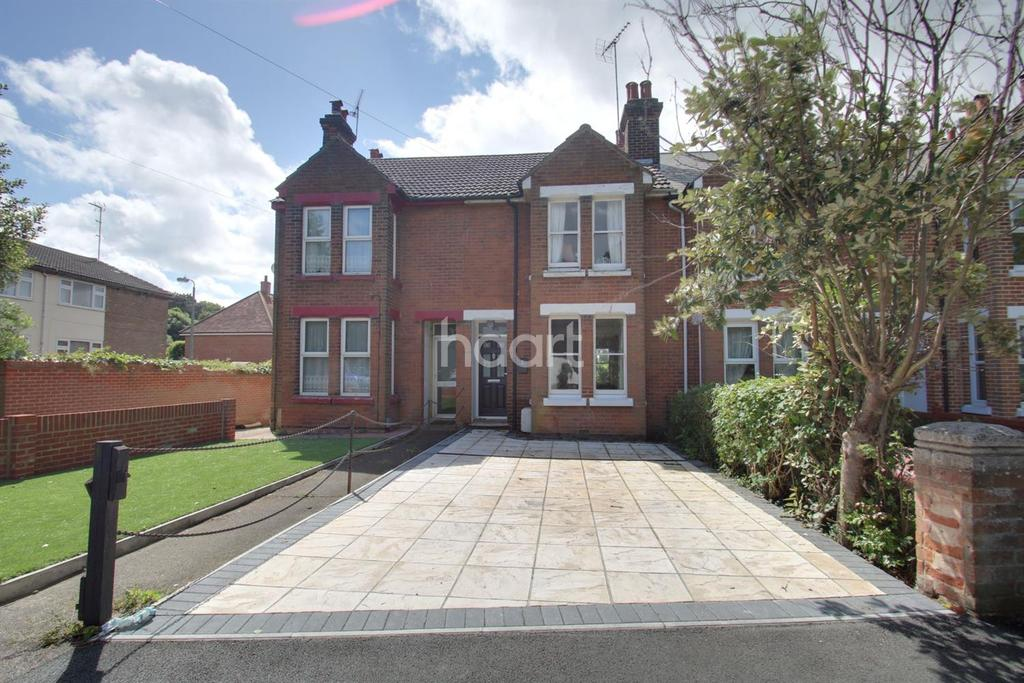 3 Bedrooms Terraced House for sale in Recreation road, Colchester, CO1