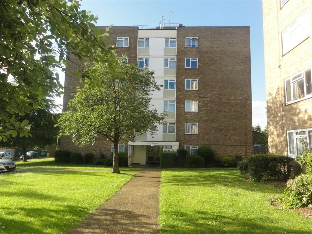 1 Bedroom Flat for sale in 178 Woodcote Road, Wallington, Surrey