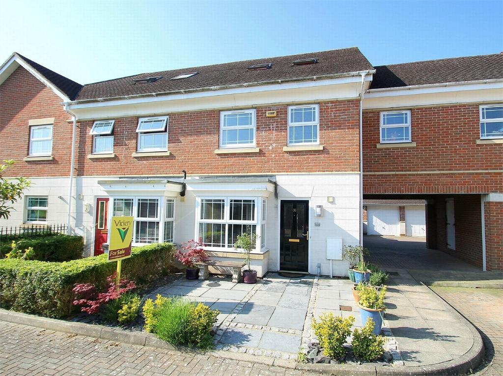 4 Bedrooms Town House for sale in Deepcut, Camberley, Surrey