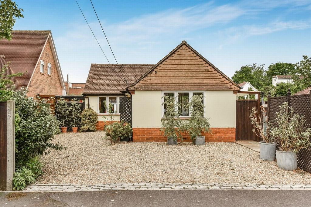2 Bedrooms Detached Bungalow for sale in Mytchett, Camberley, Surrey