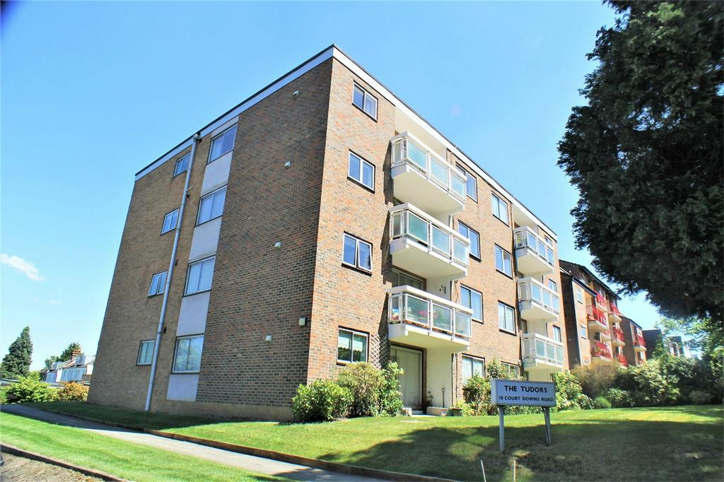 3 Bedrooms Flat for sale in The Tudors, 10 Court Downs Road, Beckenham