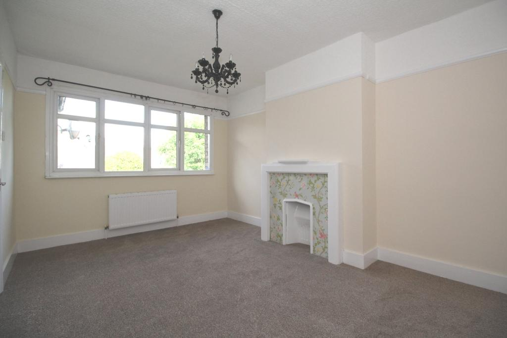2 Bedrooms Maisonette Flat for sale in Danson Crescent Welling DA16