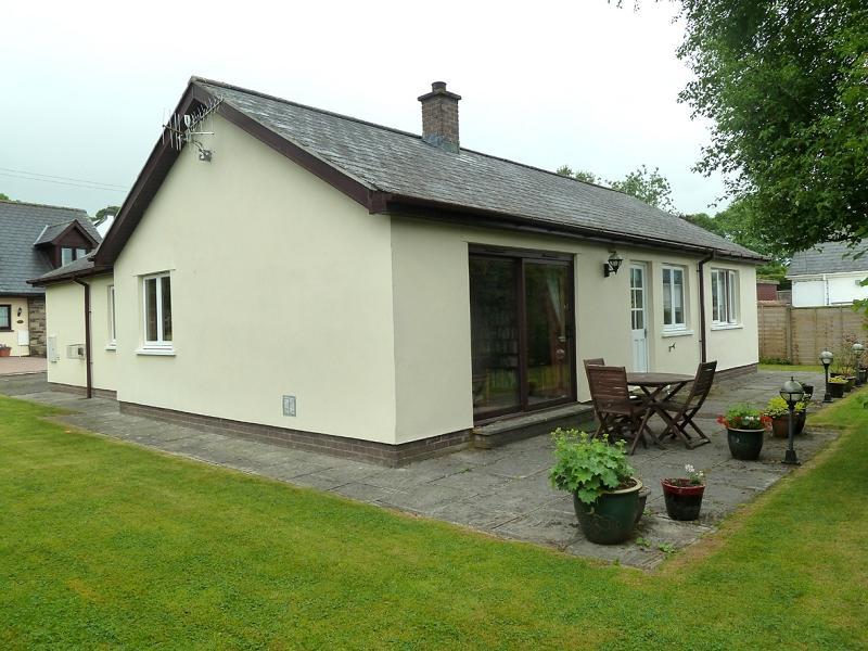 3 Bedrooms Bungalow for sale in Dawel, Trecastle, Brecon, Powys.