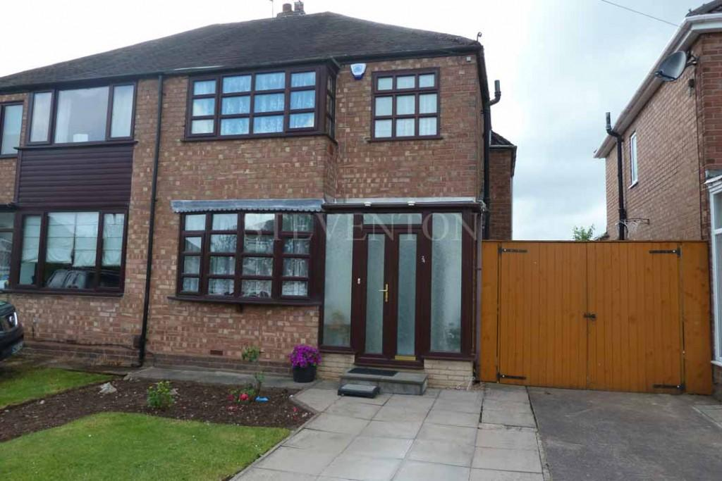 3 Bedrooms Semi Detached House for sale in Crossland Crescent, Claregate, Wolverhampton
