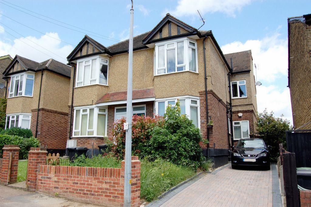 2 Bedrooms Apartment Flat for sale in Lower Queens Road, Buckhurst Hill, IG9