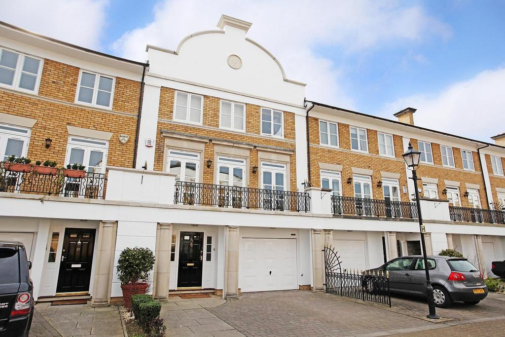 5 Bedrooms Terraced House for rent in Thames Crescent, Chiswick, London