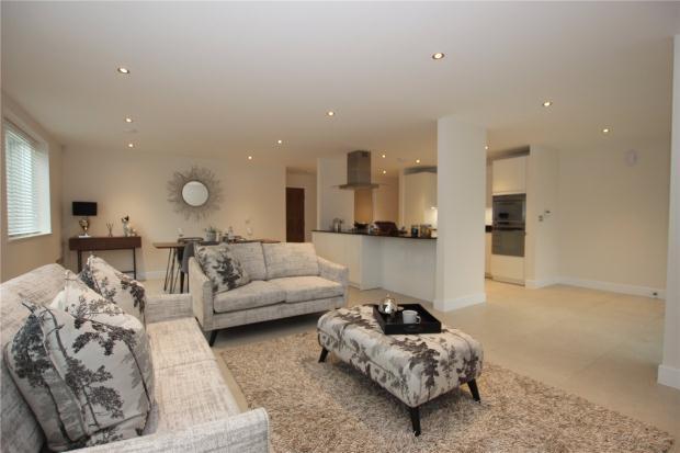 2 Bedrooms Apartment Flat for sale in Queen Edith's Way, Cambridge