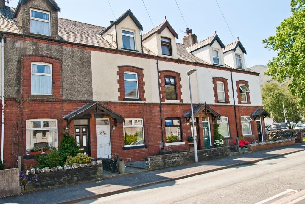 3 Bedrooms Terraced House for sale in 4 Ruskin Avenue, Coniston, Cumbria LA21 8EH