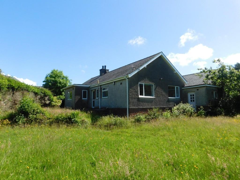 3 Bedrooms Detached Bungalow for sale in Penrhosgarnedd, Bangor, North Wales