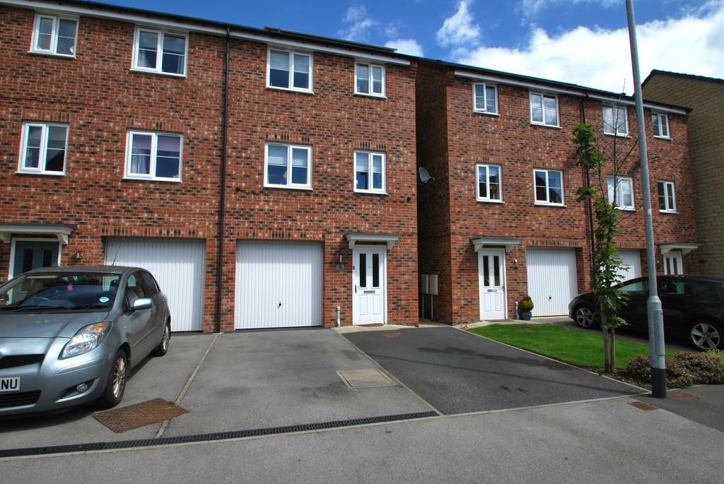 4 Bedrooms Semi Detached House for sale in Fullshaw Bank, Penistone, Sheffield