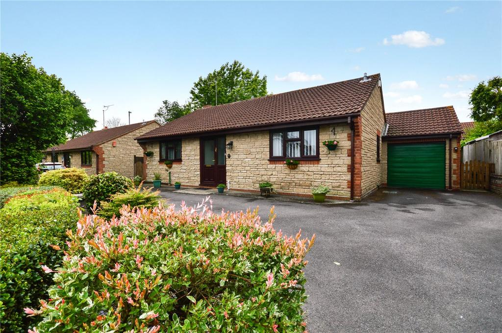 3 Bedrooms Bungalow for sale in St. James Park, Yeovil, Somerset, BA20