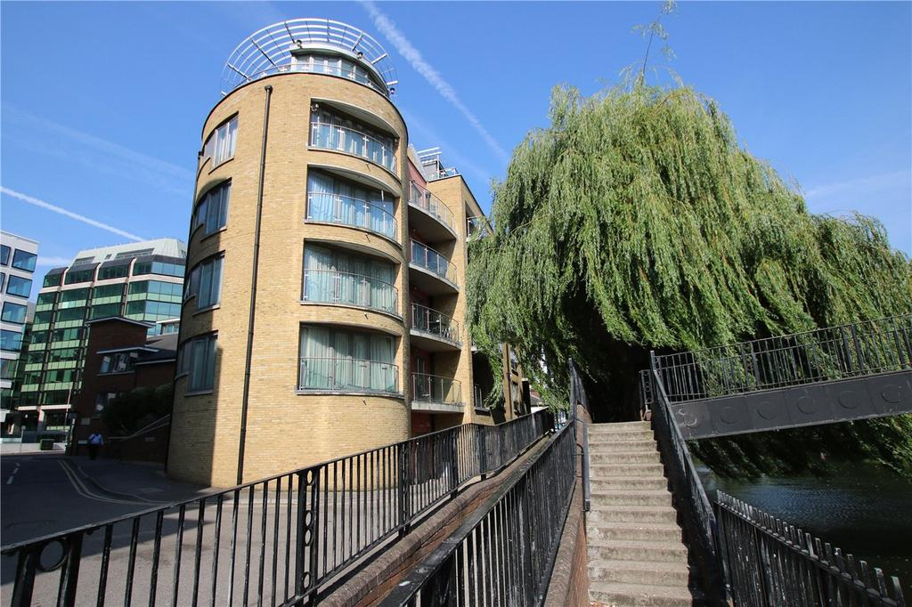 3 Bedrooms Flat for rent in Oyster Wharf, Crane Wharf, Reading, Berkshire, RG1