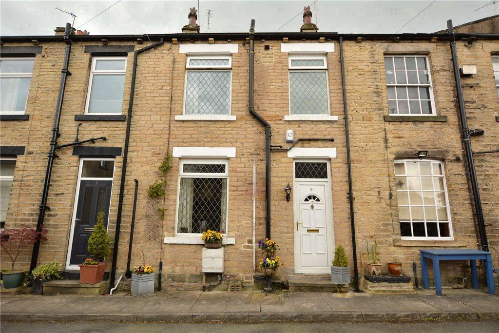 1 Bedroom Terraced House for sale in Gilbert Street, Farsley, Pudsey, West Yorkshire