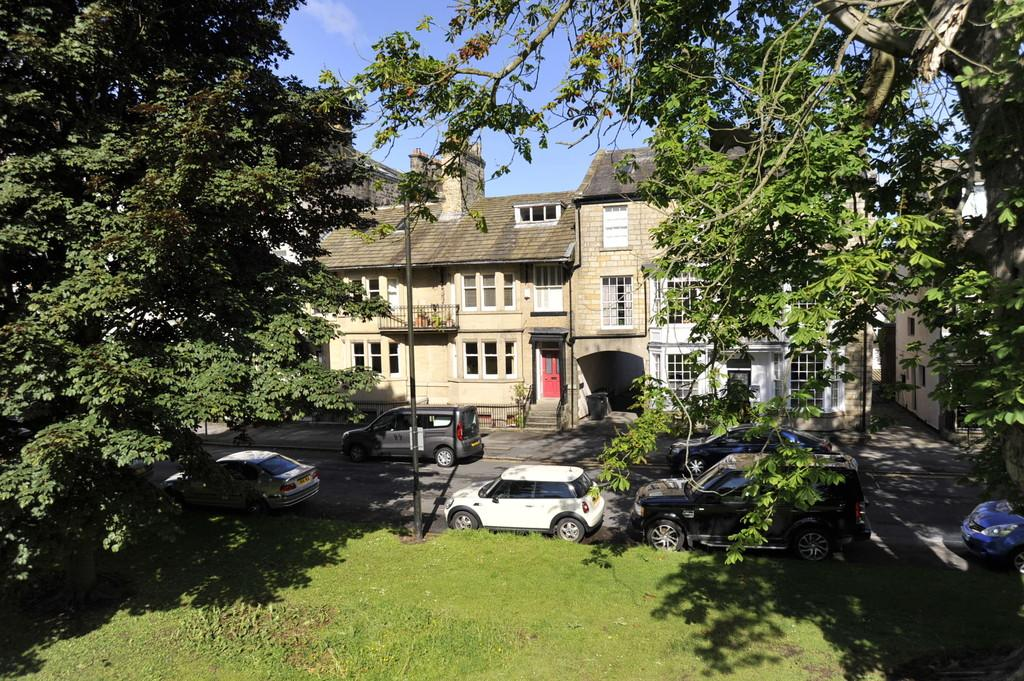 6 Bedrooms Terraced House for sale in Park Parade, Harrogate