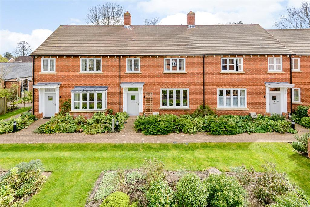 2 Bedrooms Terraced House for sale in Seymour Place, Odiham, Hook, Hampshire