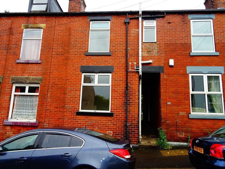 2 Bedrooms Terraced House for sale in 95 Ulverston Road Woodseats Sheffield S8 0NX