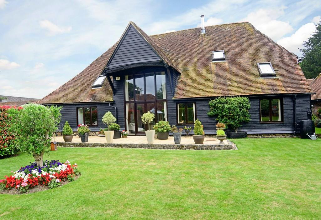 4 Bedrooms Barn Conversion Character Property for sale in West Liss, Hampshire
