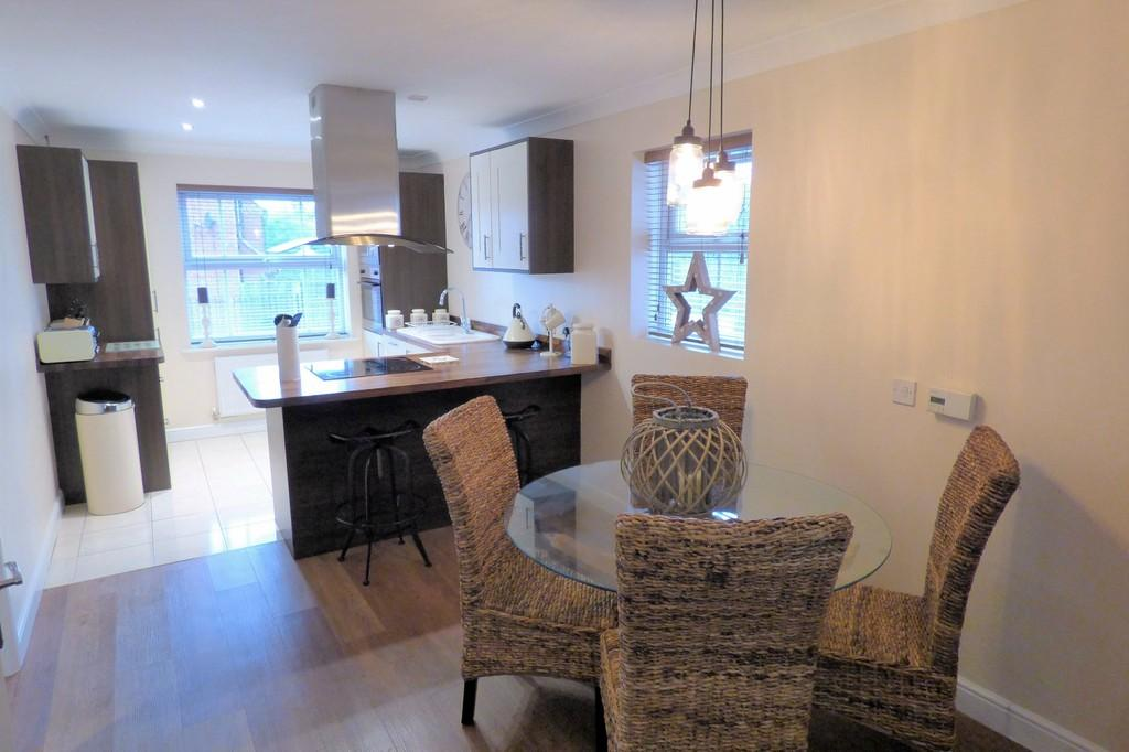 4 Bedrooms Detached House for sale in Manor School View, Overseal