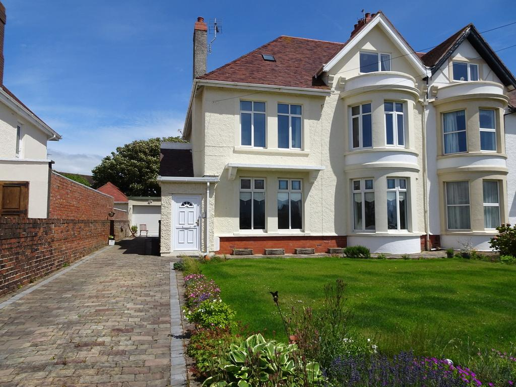 2 Bedrooms Ground Flat for sale in LOUGHER GARDENS, PORTHCAWL, CF36 3BJ