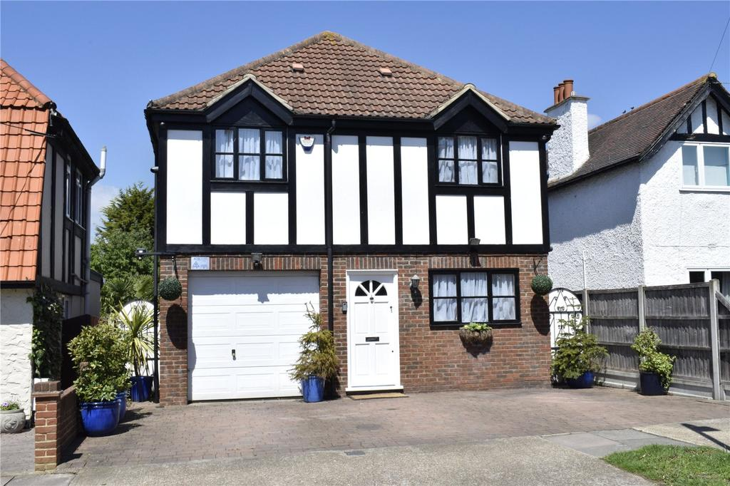 4 Bedrooms Detached House for sale in Kings Gardens, Cranham, RM14