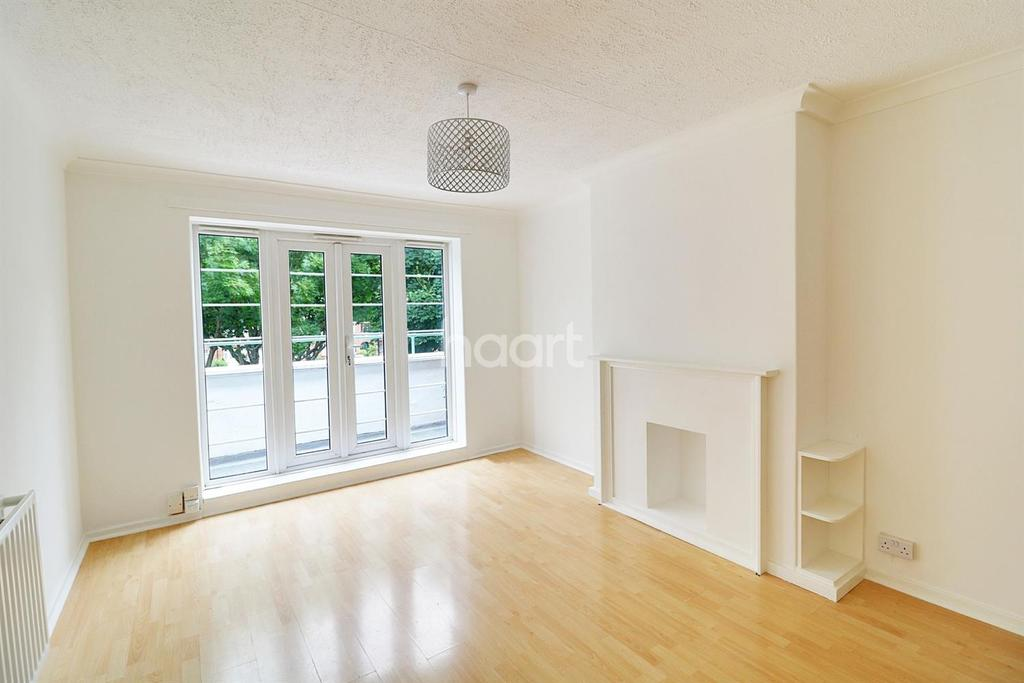3 Bedrooms Flat for sale in Firs Lane, Palmers Green, N13