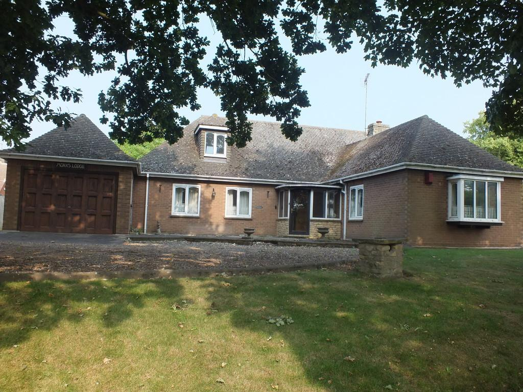 3 Bedrooms Detached Bungalow for sale in Monks House Lane, Spalding