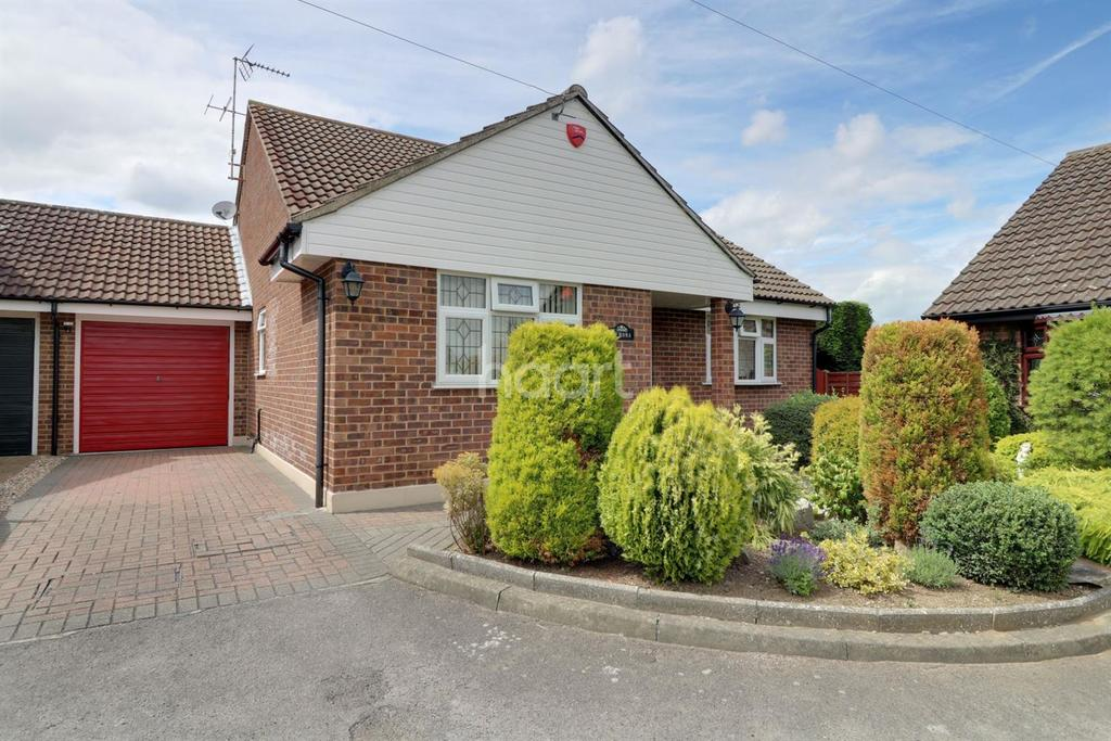 3 Bedrooms Bungalow for sale in Leslie Gardens, Rayleigh