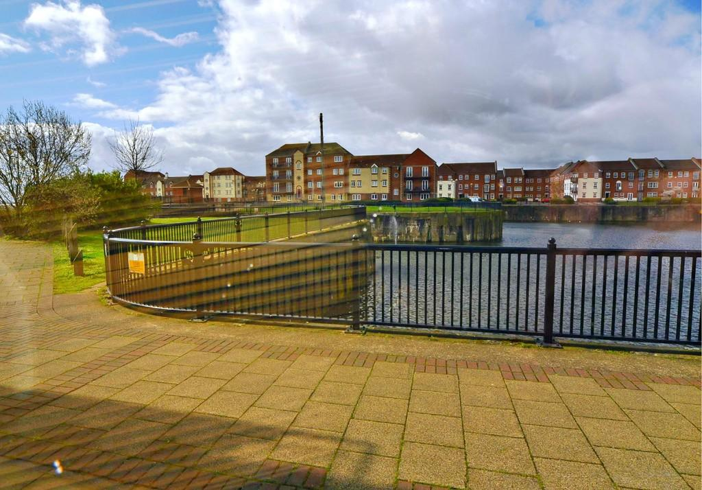 2 Bedrooms Apartment Flat for sale in 37 Lock Keepers Court Victoria Dock