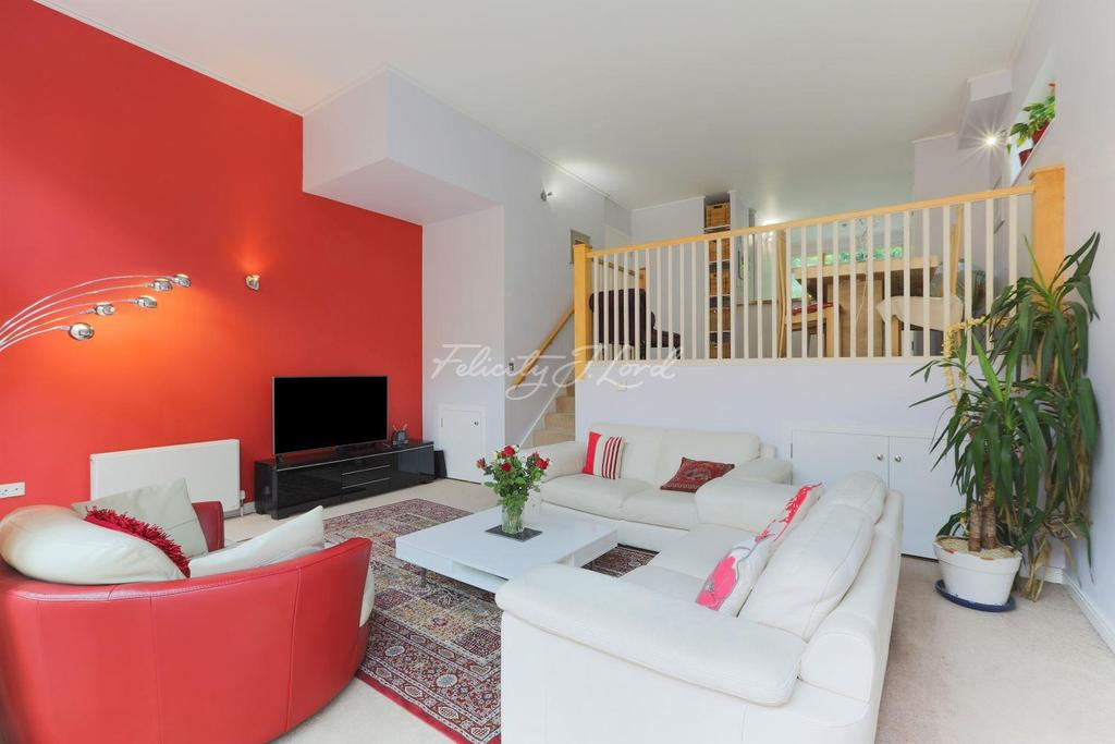 3 Bedrooms Maisonette Flat for sale in Maurer Court, Teal Street, SE10 0ST