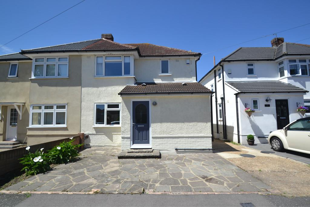 3 Bedrooms Semi Detached House for sale in Fernbank Avenue, Hornchurch