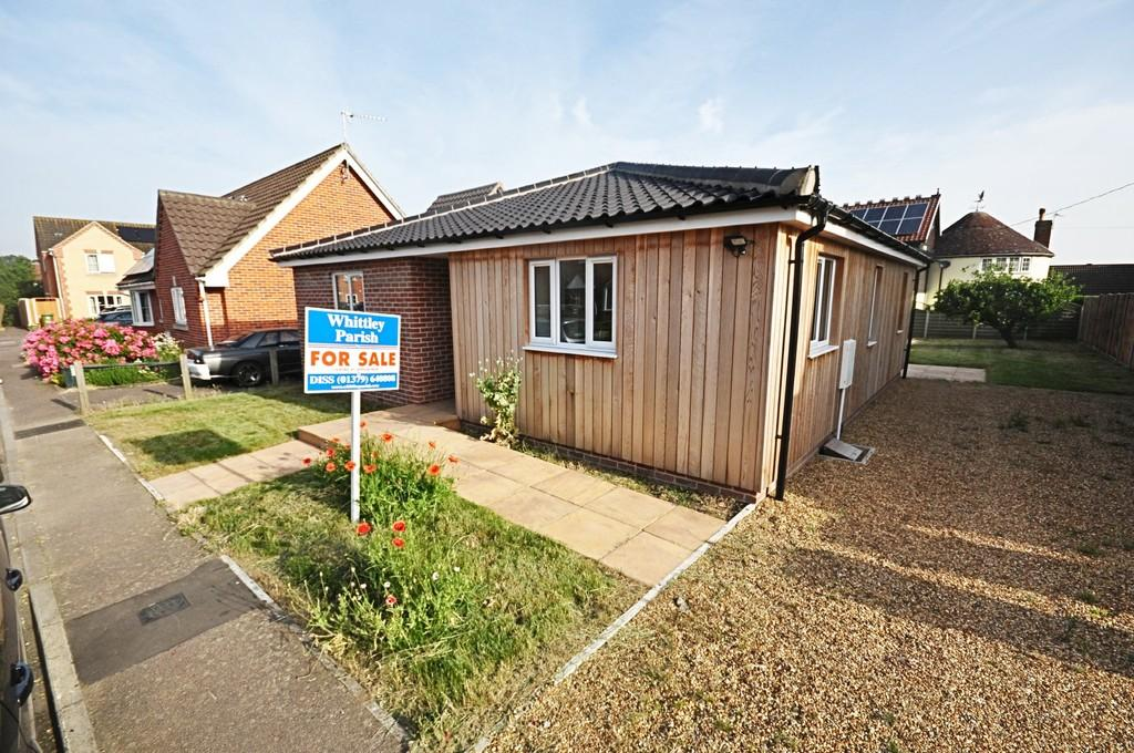 2 Bedrooms Detached Bungalow for sale in Store Street, Roydon