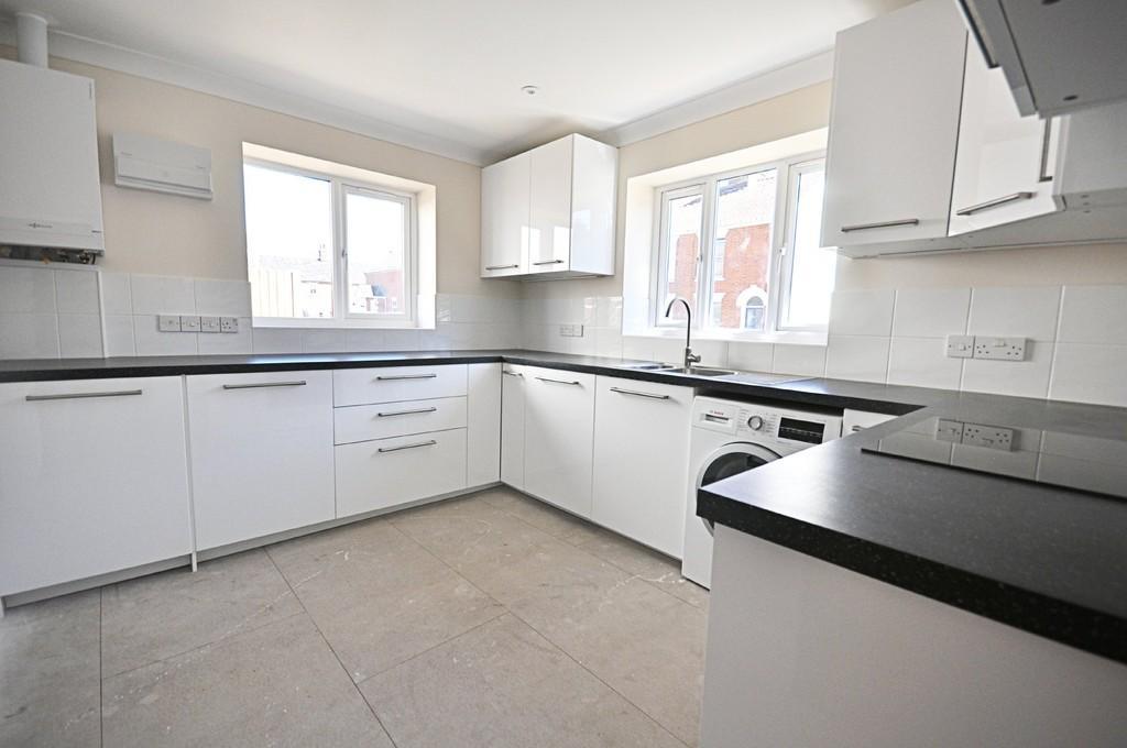 2 Bedrooms Detached Bungalow for sale in Store Street, Roydon