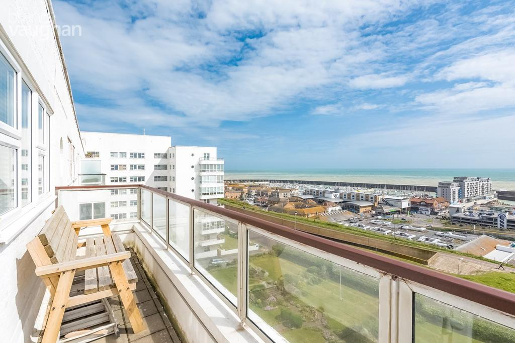 3 Bedrooms Penthouse Flat for sale in Marine Drive, Brighton, BN2