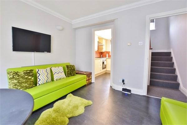 3 Bedrooms Semi Detached House for sale in Charles Street, Brighton, BN2