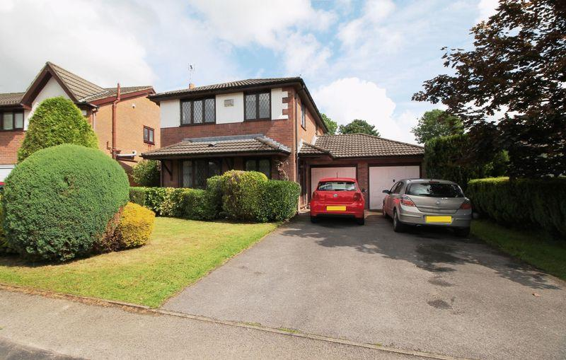 4 Bedrooms Detached House for sale in Ynysddu, Pontyclun, CF72 9UE