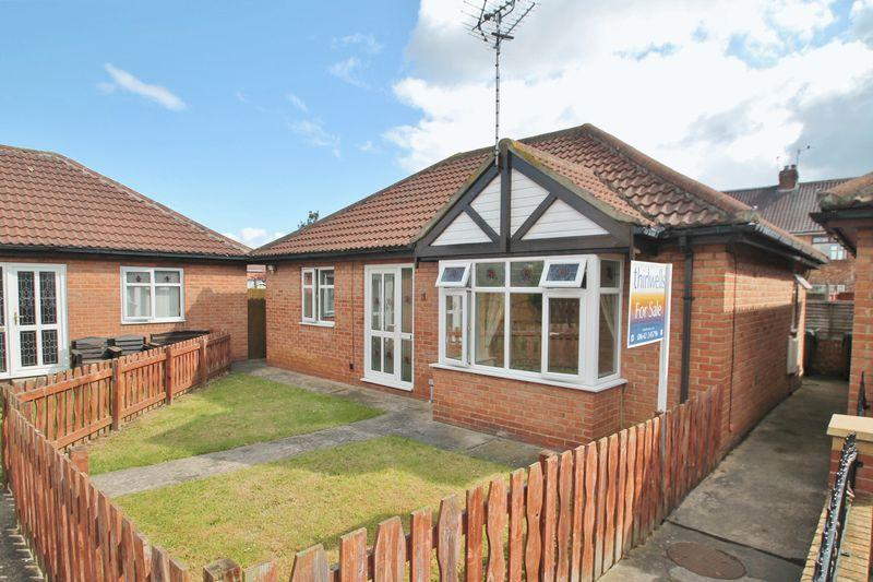 2 Bedrooms Detached Bungalow for sale in Victoria Gardens, Ormesby