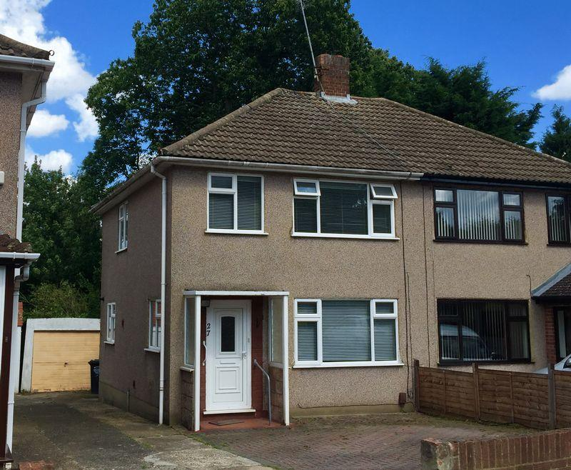 3 Bedrooms Semi Detached House for sale in Bankside Close, Bexley