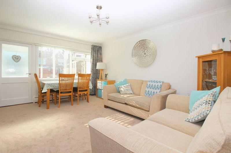 3 Bedrooms End Of Terrace House for sale in Shelbury Close, Sidcup, DA14 4BE